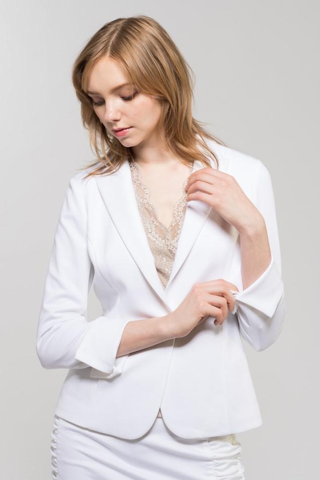 白スーツ2