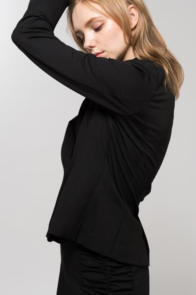 黒スーツ3