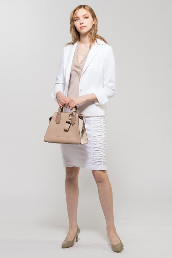 ホワイトスーツ1